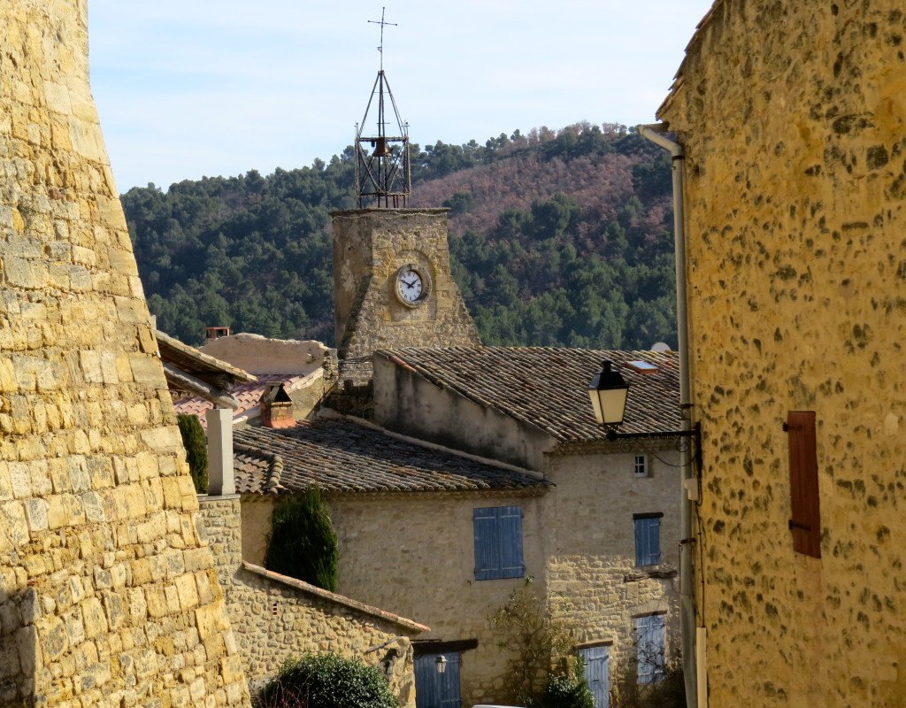 For three sunny days, we dawdled through the Luberon Mountains, visiting three 'old friends' -- St-Saturnin-les-Apt, Lourmarin and Ansouis -- and four villages we'd never before seen.  This picture is of Ansouis, which has its own chateau, a friendly and lively B&B named Patio en Luberon, and our favorite restaurant in all of France, La Closerie. Check when it's open before you head this way.